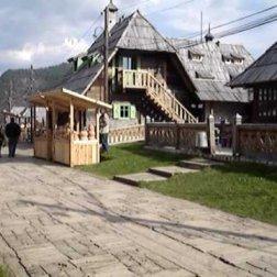 Maisons et artisans à Kustendorf
