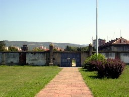 Nis camp de concentration nazi de la croix rouge entrée