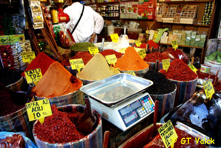 istanbul bazar egyptien marchand d'epices