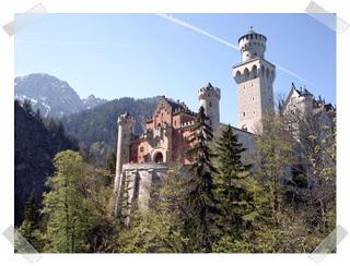 Château Neuschwanstein ; château de Louis II de Bavière dans les Alpes Bavaroises 4
