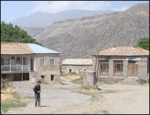 Armenie village ltsen
