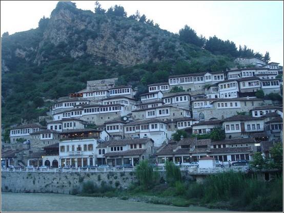 Berat Albanie Voyage de lItalie aux Balkans (Slovénie, Croatie, Serbie, Macédoine, Albanie)