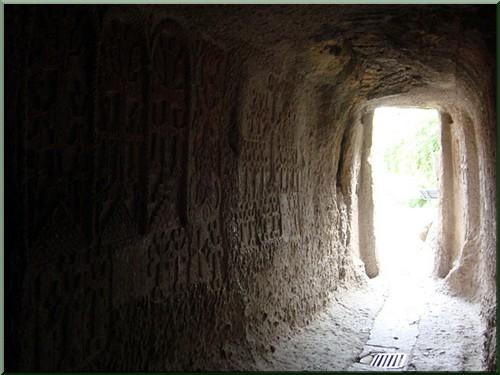 armenie monastere gueghard mur a khatchkars
