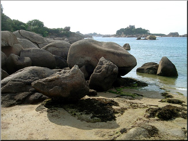 Perros-Guirec rochers plage saint Guirec