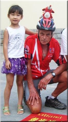 Paris pekin - M. Bourgeau et une fillette