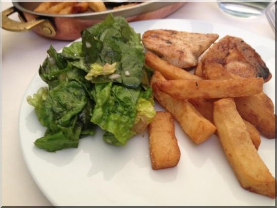 poulet roti frites et salade chez Drouant restaurant paris