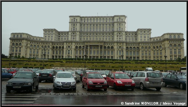 bucarest palais du parlement de roumanie
