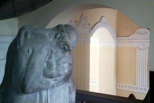 budapest statue amants