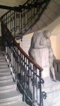 budapest statue escalier