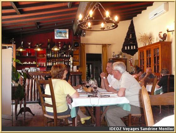 restaurant la caleche peyrens interieur