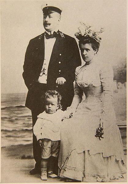 Mikhaïl Eisenstein, son épouse et le petit Sergueï
