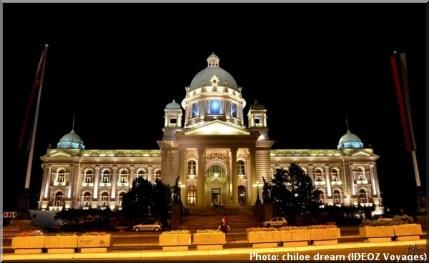 belgrade serbie parlement de nuit