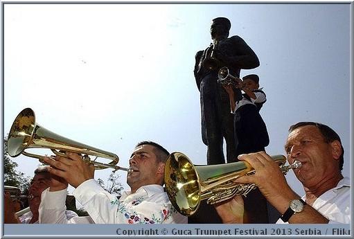 guca statue trompettiste