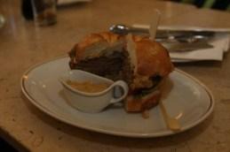 Un hamburger à l'autrichienne au Café Museum