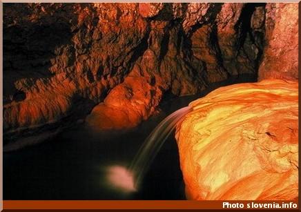 grotte pekel en slovénie