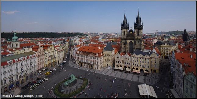 Prague place vieille ville eglise du tyn