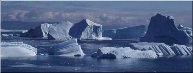 Icebergs au large de Sarqaq