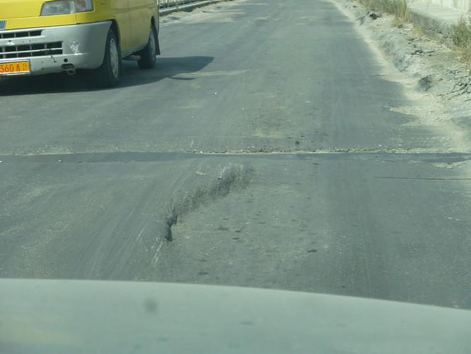 routes en albanie trou