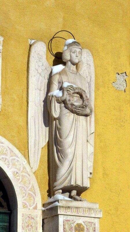 Cimetiere Westfriedhof Munich Statue