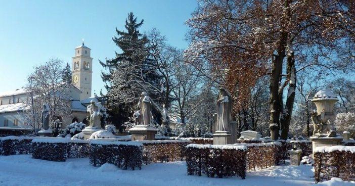 Eglise et statue Westfriedhof cimetiere de l'ouest à Munich