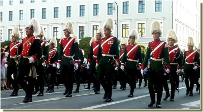 oktoberfest munich defile en costumes militaires
