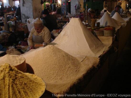 bazar de Kutaisi vendeurs de farines