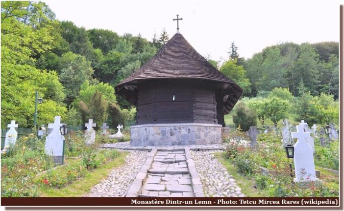 monastère Dintr-un Lemn en Valachie (Roumanie)