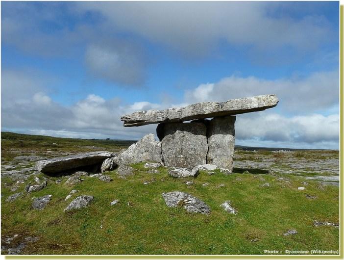 poll na bron dolmen poulnabrone  Irlande
