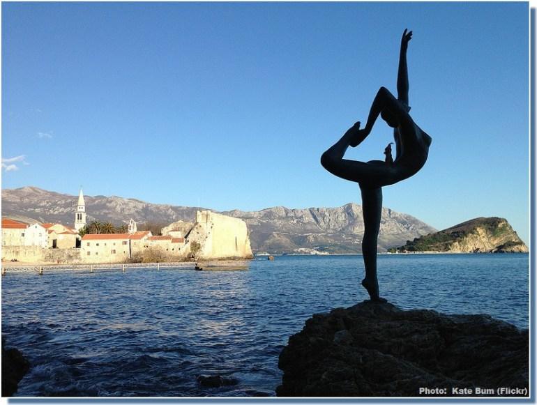 Budva Belle fille Statue danseuse