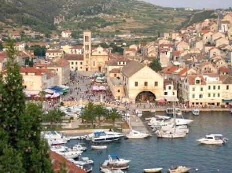 Ville de Hvar et son port