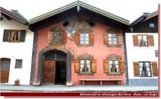 Mittenwald façade à la peinture rose