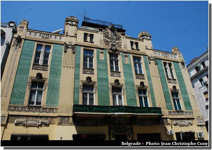 Belgrade façade maison ancienne aux carreaux verts