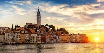 Rovinj en Istrie au lever du soleil