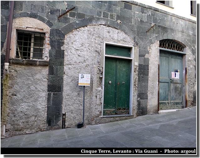 cinque terre levanto maison medievale via guani