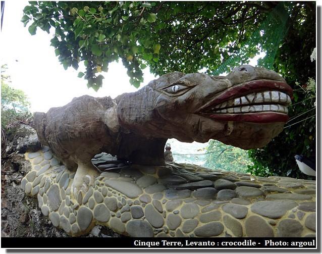 cinque terre levanto statue du crocodile