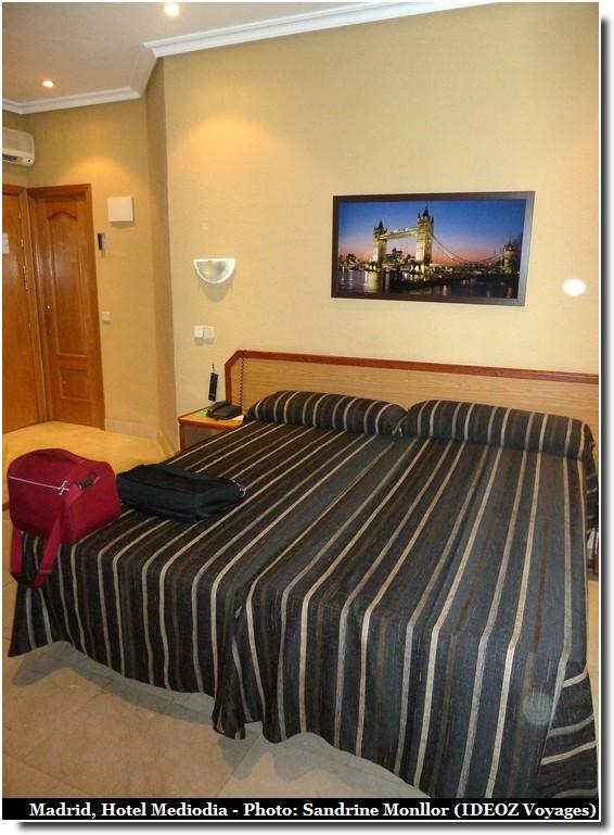 Hotel Mediodia Madrid Lit chambre