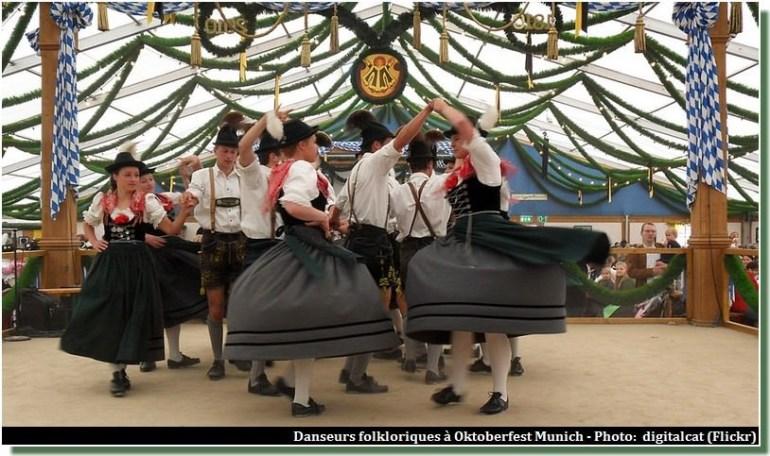Danses à Oktoberfest, la fête de la Bière de Munich