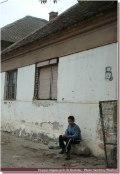 Jeune tsigane dans la campagne de kostolac serbie centrale