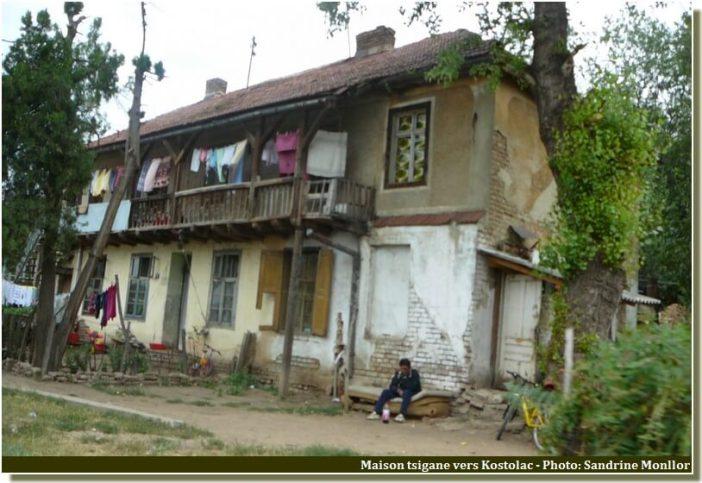 Maison tsigane vers pozarevac campagne serbie
