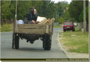 serbie centrale transport en tracteur