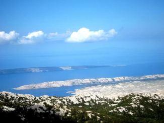 Vue sur l'Adriatique Kvarner depuis le Velebit nord en hiver
