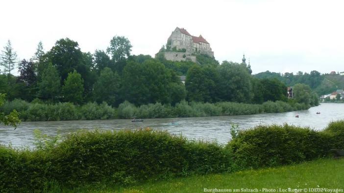 Burghausen am Salzach chateau dominant la rivière Salzach affluent du Danube