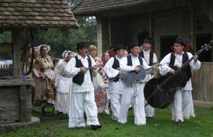 Stara Lonja folklore en Croatie centrale dans le parc naturel Lonjsko Polje