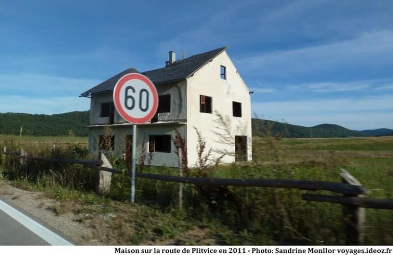 Maison détruite sur la route de Plitvice