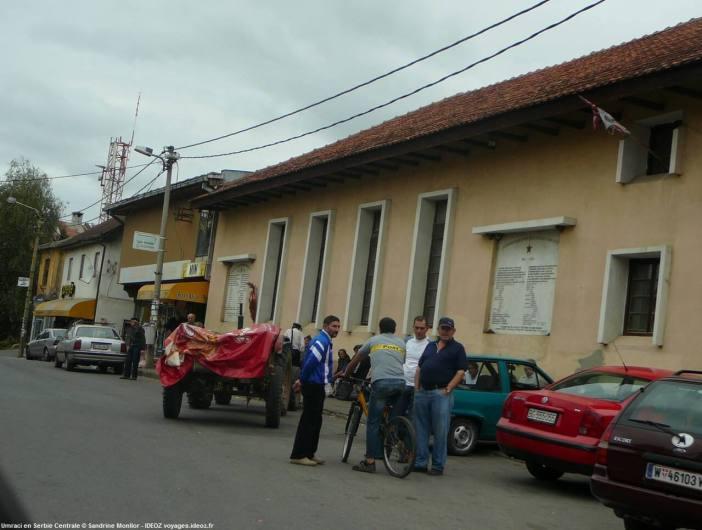 Rue principale de Umraci un jour de marché