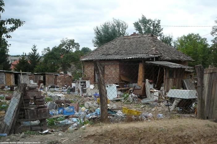 Maison tsigane à la sortie de Umraci