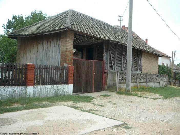 Portail à toiture dans la région de Begaljica