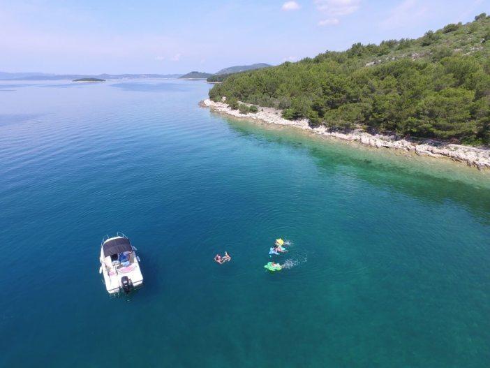 Balade en mer dans l'archipel de Zadar avec David skipper francophone