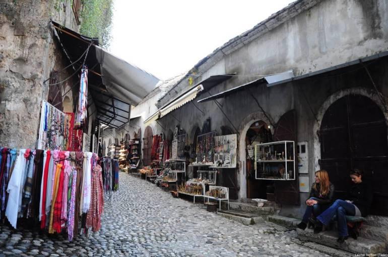 Rue commerçante bazars à Mostar