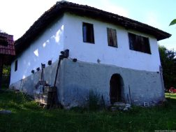 Arilje maison d'un hameau en Serbie (1)